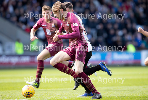 St Mirren v St Johnstone….27.04.19      St Mirren Park        SPFL<br />Murray Davidson breaks into the box<br />Picture by Graeme Hart. <br />Copyright Perthshire Picture Agency<br />Tel: 01738 623350  Mobile: 07990 594431