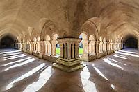 France, Côte-d'Or (21), Montbard, abbaye de Fontenay, classé Patrimoine Mondial de l'UNESCO, le cloître // France, Cote d'Or, Montbard, Fontenay Abbey, listed as World Heritage by UNESCO, the cloister
