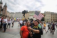 World Youth day Krakow 2016<br /> selfie di due sudamericani e bandiera statunitense