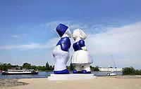 Nederland  Amsterdam - mei 2018. Westelijk Havengebied.  Kissing Couple XXXL van de kunstenaar Saske van der Eerden.   Foto: Berlinda van Dam / Hollandse Hoogte