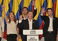 BOGOTÁ -COLOMBIA. 15-06-2014. Juan Manuel Santos (C) candidato del partido de La Unidad Nacional acompañado de su familia durante su discurso después de ganar las eleccciones presidenciales para el período constitucional 2014-18 en Colombia a Oscar Ivan Zuluaga del partido Centro Democratico. La segunda vuelta de la elección de Presidente y vicepresidente de Colombia se cumplió hoy 15 de junio de 2014 en todo el país./ Juan Manuel Santos (C) candidate of The National Unity party with his family and his runmate German Vargas Lleras (R) during his speech after wininning the Presidential elections for the constitutional period 2014-15 in Colombia to Oscar Ivan Zuluaga by Democratic Center party. The second round of the election of President and vice President of Colombia that took place today June 15, 2014 across the country. Photo: VizzorImage/ Gabriel Aponte / Staff