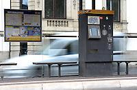 Aufgrund von Rohrbomben attacken in den letzten Tagen möchte die LVB ihre Fahrkartenautomaten abbauen bzw. schützen - im Bild: Feature Fahrkartenautomat Ticketautomat an der Haltestelle Neues Rathaus . Foto: aif / Norman Rembarz<br /> <br /> Jegliche kommerzielle wie redaktionelle Nutzung ist honorar- und mehrwertsteuerpflichtig! Persönlichkeitsrechte sind zu wahren. Es wird keine Haftung übernommen bei Verletzung von Rechten Dritter. Autoren-Nennung gem. §13 UrhGes. wird verlangt. Weitergabe an Dritte nur nach  vorheriger Absprache. Online-Nutzung ist separat kostenpflichtig.