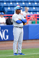 Daytona Cubs coach Mariano Duncan #25 during practice before a game against the Brevard County Manatees at Spacecoast Stadium on April 5, 2013 in Viera, Florida.  Daytona defeated Brevard County 8-0.  (Mike Janes/Four Seam Images)