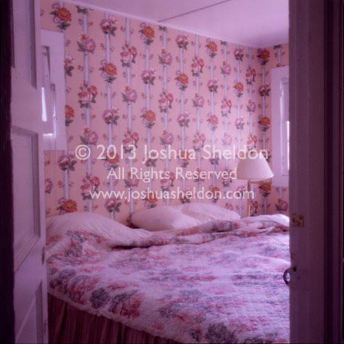Rose patterned wallpaper bedroom<br />