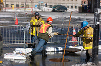 Ruptured water pipe in downtown Montreal, Febraury 2004<br /> <br /> photo : (c)  Images Distribution