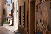 Europe/France/Provence -Alpes-Cote d'Azur/83/Var/Saint-Tropez:Rue Saint-Jean - Etal d'un peintre , portrait de Brigitte Bardot