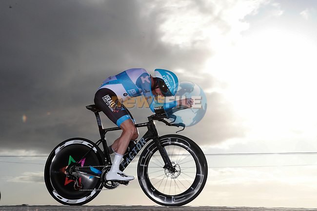 Dan Martin (IRL) Israel Start-Up Nation in action during Stage 13 of the Vuelta Espana 2020 an individual time trial running 33.7km from Muros to Mirador de Ézaro. Dumbría, Spain. 3rd November 2020. <br /> Picture: Luis Angel Gomez/PhotoSportGomez | Cyclefile<br /> <br /> All photos usage must carry mandatory copyright credit (© Cyclefile | Luis Angel Gomez/PhotoSportGomez)