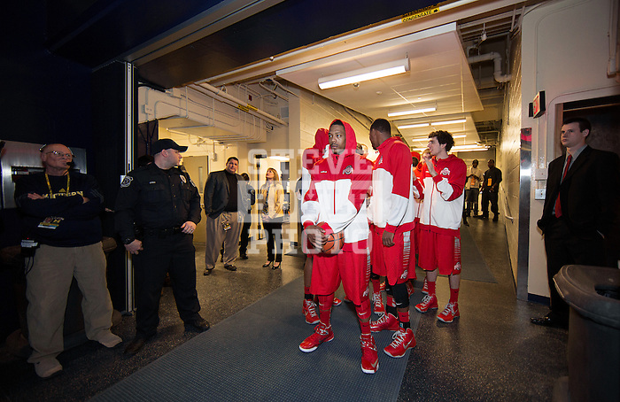 Lenzelle Smith, Jr leads the team from the tunnel to the floor