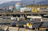 - Genova, parcheggio autotreni in porto<br /> <br /> - Genoa, trucks parking in port