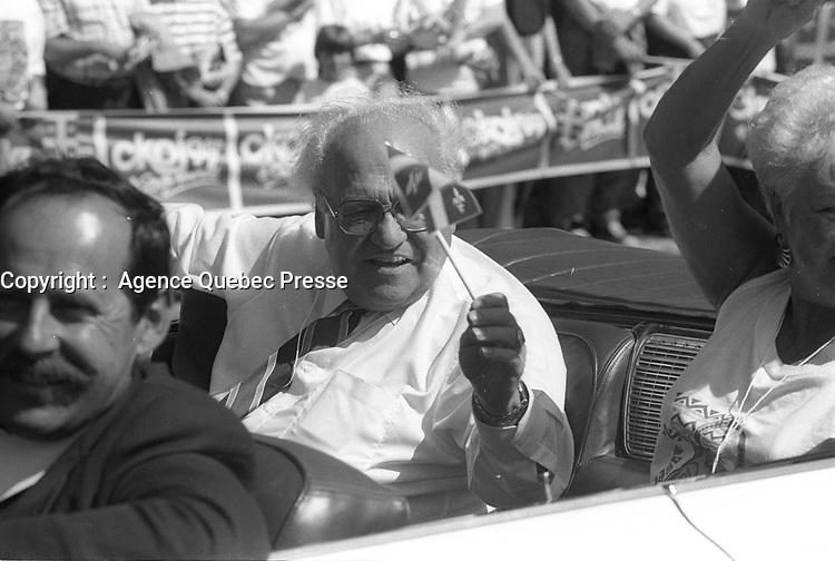 Louis Laberge au Defile de la St-Jean-Baptiste, date inconnue , vers 1990<br /> <br /> PHOTO :  Agence Quebec Presse