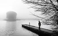 Nederland  Amsterdam - 2 jan 2021.   Mist bij het Oosterdok.    Foto : ANP/ HH / Berlinda van Dam