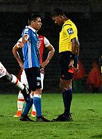 BOGOTA - COLOMBIA - 25-03-2017: Henry Rojas (Izq.), jugador de Millonarios, discute con Ulises Arrieta (Der.) arbitro, durante partido aplazado de la fecha 2 entre Independiente Santa Fe y Millonarios, por la Liga Aguila I-2017, en el estadio Nemesio Camacho El Campin de la ciudad de Bogota. / Henry Rojas (L), player of Millonarios discuss with Ulises Arrieta (R), referee during a postponed match of the date 2 between Independiente Santa Fe and Millonarios, for the Liga Aguila I -2017 at the Nemesio Camacho El Campin Stadium in Bogota city, Photo: VizzorImage / Luis Ramirez / Staff.