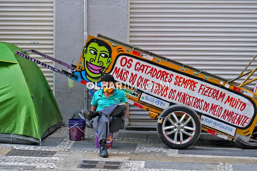 Catador de papel morador de rua, quarentena Coronavirus. Sao Paulo. 16.05.2020. Foto Juca Martins