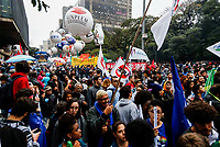 SÃO PAULO, SP, 13.08.2019: PROTESTO-SP - Protesto em defesa da educação pública e contra a Reforma da Previdência é realizado na avenida Paulista no centro de São Paulo, na tarde desta terça-feira (13). (Foto: Carla Carniel/Código19)