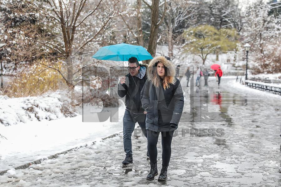 NOVA YORK, EUA, 02.04.2018 - CLIMA-EUA - Movimentação no Central Park após manhã de nevasca na ilha de Manhattan em Nova York nos Estados Unidos nesta segunda-feira, 02. (Foto: Vanessa Carvalho/Brazil Photo Press)