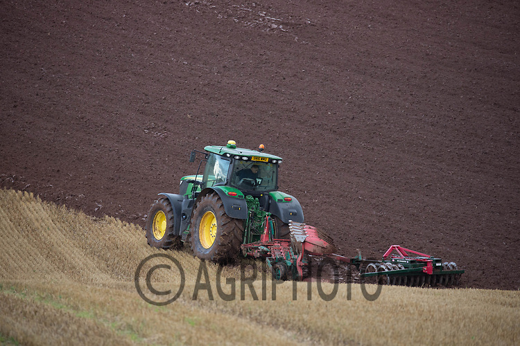 John Deere tractor ploughing stubble in the Scottish Borders<br /> ©Tim Scrivener Photographer 07850 303986<br /> ....Covering Agriculture In The UK....