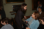 """BARBARA PALOMBELLI CON LA MADRE MANUELA<br /> PRESENTAZIONE LIBRO """"L'INVIDIA"""" DI ALAN ELKANN IN CAMPIDOGLIO - ROMA 2006"""