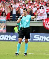 PEREIRA - COLOMBIA, 21–08-2021: Wilmar Roldan, arbitro durante partido de la fecha 6 entre Deportivo Pereira y Oscar Vanegas de Independiente Santa Fe por la Liga BetPlay DIMAYOR II 2021, jugado en el estadio Hernan Ramirez Villegas de la ciudad de Pereira. / Wilmar Roldan, referee during match of 6th date between Deportivo Pereira and Oscar Vanegas of Independiente Santa Fe for the BetPlay DIMAYOR II 2021 League played at the Hernan Ramirez Villegas in Pereira city. / Photo: VizzorImage / Pablo Bohorquez/ Cont.