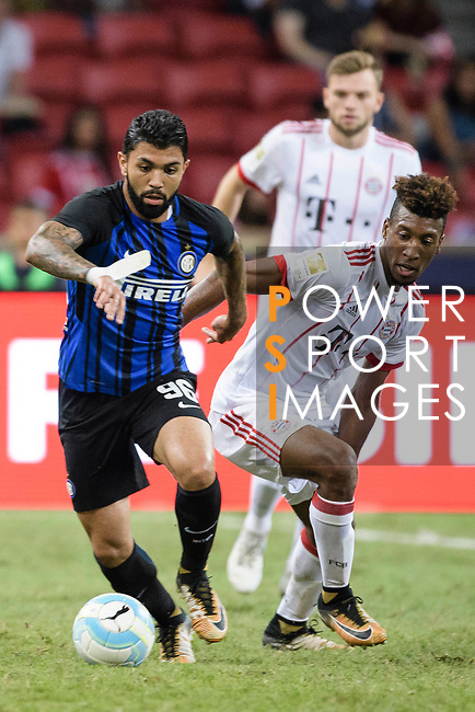 FC Internazionale Forward Gabriel Barbosa (L) Bayern Munich Forward Kingsley Coman (R) during the International Champions Cup match between FC Bayern and FC Internazionale at National Stadium on July 27, 2017 in Singapore. Photo by Weixiang Lim / Power Sport Images