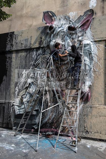 Europe/iFrance Ile de France /75011/Paris :  Le Mur Oberkampf, haut lieu du street art /Réalisation :  Bordalo II  -  L'artiste Bordalo II est portugais, il transforme des ordures et déchets pour former des animaux en 3 dimensions. Ses fresques murales sont uniques dans le style, et elles sont très troublantes à regarder. De loin, on a l'impression de voir une fresque plane. En se rapprochant ou en changeant d'angle de vue, on se rend compte du relief. <br /> // Europe / iFrance Ile de France / 75011 / Paris: The Oberkampf Wall, a high place of street art / Director: Bordalo II - The artist Bordalo II is Portuguese, he transforms garbage and waste to form 3-dimensional animals. Its murals are unique in style, and they are very disturbing to look at. From a distance, one has the impression of seeing a flat fresco. By approaching or changing the angle of view, we realize the relief.
