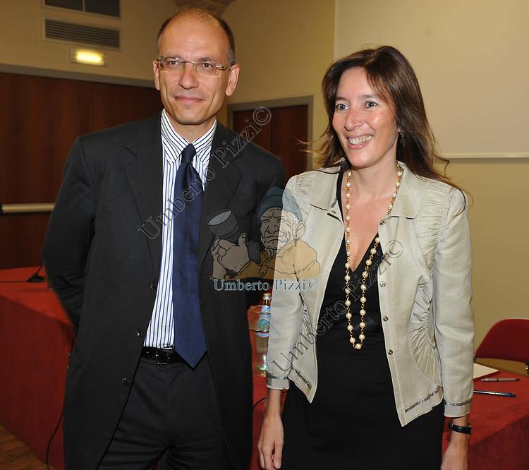 """ENRICO LETTA E VERONICA DE ROMANIS<br /> PRESENTAZIONE LIBRO """"IL METODO MERKEL"""" DI VERONICA DE ROMANIS ROMA 2009"""