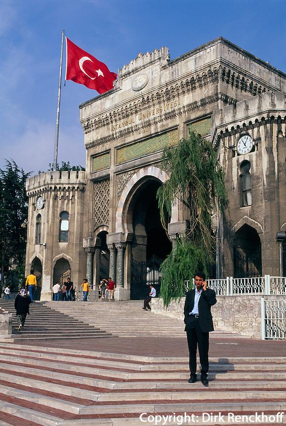 Türkei, Eingangstor der Universität in Beyazit in Istanbul