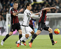 Calcio, Serie A: Juventus vs Milan. Torino, Juventus Stadium, 21 novembre 2015. <br /> AC Milan's Riccardo Montolivo, right, is challenged by Juventus' Hernanes during the Italian Serie A football match between Juventus and AC Milan at Turin's Juventus stadium, 21 November 2015. Juventus won 1-0.<br /> UPDATE IMAGES PRESS/Isabella Bonotto