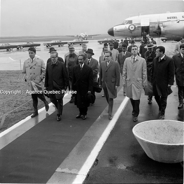 le premier ministre Daniel Johnson lors de L'arrivée de Haile Selassie <br /> a Quebec, 3 mai 1967 en vue de l'Expo 67.<br /> <br /> Photo : Agence Quebec Presse
