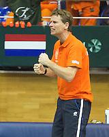 04-03-11, Tennis, Oekraine, Kharkov, Daviscup, Oekraine - Netherlands, captain Jan Siemerink moedigd aan
