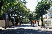 Foz do Iguaçu (PR), 22/03/2020 - Coronavírus / Foz do Iguaçu -  Rua Marechal Deodoro no centro de Foz do Iguaçu (PR) totalmente vazia na manhã deste domingo (22). Fato ocorre devido ao COVID-19. (Foto: Paulo Lisboa/Brazil Photo Press/Agencia O Globo) País