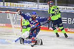 Felix Schütz (Nr.11 - Adler Mannheim) jubelt nach dem 2:1, Torwart Michael Garteig (Nr.34 - ERC Ingolstadt) und Emil Quaas (Nr.20 - ERC Ingolstadt) beim Spiel in der Gruppe Sued der DEL, Adler Mannheim (dunkel) - ERC Ingolstadt (hell).<br /> <br /> Foto © PIX-Sportfotos *** Foto ist honorarpflichtig! *** Auf Anfrage in hoeherer Qualitaet/Aufloesung. Belegexemplar erbeten. Veroeffentlichung ausschliesslich fuer journalistisch-publizistische Zwecke. For editorial use only.