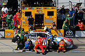 Monster Energy NASCAR Cup Series<br /> AXALTA presents the Pocono 400<br /> Pocono Raceway, Long Pond, PA USA<br /> Sunday 11 June 2017<br /> Kyle Busch, Joe Gibbs Racing, M&M's Red, White & Blue Toyota Camry pit stop<br /> World Copyright: Russell LaBounty<br /> LAT Images<br /> ref: Digital Image 17POC1rl_04873