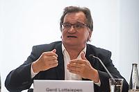 Ein breites Buendnis aus Umwelt- und Verkehrssicherheitsverbaenden fordert ein Tempolimit auf Autobahnen.<br /> Auf einer Pressekonferenz am Freitag den 21. Juni 2019 in Berlin erklaerten die Vertreter der Deutschen Umwelthilfe (DUH), des Verkehrsclub Deutschland (VCD), der Verkehrsunfall-Opferhilfe (VOD), Changing Cities und Greenpeace, dass in Deutschland als einzigem Staat in Europa auf 80 Prozent der Autobahnen ohne jede Tempolimit gefahren werden kann. Gaebe es ein Tempolimit von 80 km/h ausserorts und 120 km/h auf Autobahnen wie beispielsweise die Schweiz, koennten sofort bis zu fuenf Millionen Tonnen des Klimagases CO2 vermieden werden. Zudem wuerde es ueber 100 Todesopfer und mehr als 5.000 Verletzte verhindern. Innerstaedtisch wuerde zudem eine Regelgeschwindigkeit von 30 km/h mehr Sicherheit und weniger Verkehrslaerm bedeuten.<br /> Im Bild vlnr.: Gerd Lottsiepen, Verkehrspolitischer Sprecher des VCD.<br /> 21.6.2019, Berlin<br /> Copyright: Christian-Ditsch.de<br /> [Inhaltsveraendernde Manipulation des Fotos nur nach ausdruecklicher Genehmigung des Fotografen. Vereinbarungen ueber Abtretung von Persoenlichkeitsrechten/Model Release der abgebildeten Person/Personen liegen nicht vor. NO MODEL RELEASE! Nur fuer Redaktionelle Zwecke. Don't publish without copyright Christian-Ditsch.de, Veroeffentlichung nur mit Fotografennennung, sowie gegen Honorar, MwSt. und Beleg. Konto: I N G - D i B a, IBAN DE58500105175400192269, BIC INGDDEFFXXX, Kontakt: post@christian-ditsch.de<br /> Bei der Bearbeitung der Dateiinformationen darf die Urheberkennzeichnung in den EXIF- und  IPTC-Daten nicht entfernt werden, diese sind in digitalen Medien nach §95c UrhG rechtlich geschuetzt. Der Urhebervermerk wird gemaess §13 UrhG verlangt.]