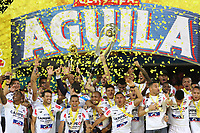 MEDELLÍN- COLOMBIA, 16-12-2018.jugadores del Atlético Junior levantan el trofeo de la Liga Aguila 2018 que los acredita como campeones del fútbol profesional colombiano primera división  al  ganarle al Independiente Medellín  durante partido por la final  de la Liga Águila II 2018 jugado en el Estadio Atanasio Girardot de la ciudad de Medellín. /Atlético Junior players lift the Liga Aguila 2018 trophy that credits them as first division Colombian professional soccer champions by beating Independiente Medellín during the final match of the Liga Águila II 2018 played at the Atanasio Girardot Stadium in the city of Medellín . Photo: VizzorImage / Felipe Caicedo / Staff