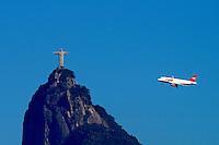 Avião e Cristo Redentor. Rio de Janeiro. 2005. Foto de Ricardo Azoury.