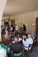 Europe/France/Rhône-Alpes/26/Drôme/Nyons: Musiciens à la terrasse d'un café de la Place des Arcades