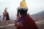 "Sorcier effectuant un ""Mudra"". Chine. Tibet. Gansu. Monastère de Labrang. Fête du Monlam. China. Tibet. Labrang monastery. Monlam feast."