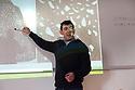 L'architetto  e designer cagliaritano  Alessandro Artizzu attualmente insegna ad Izmir, in Turchia, presso la Yasar University, un' istituzione universitaria privata. Si è laureato a Firenze nel 1991. In passato ha insegnato in Libano e Corea. Qui è fotografato durante una lezione del corso di progettazione e design.