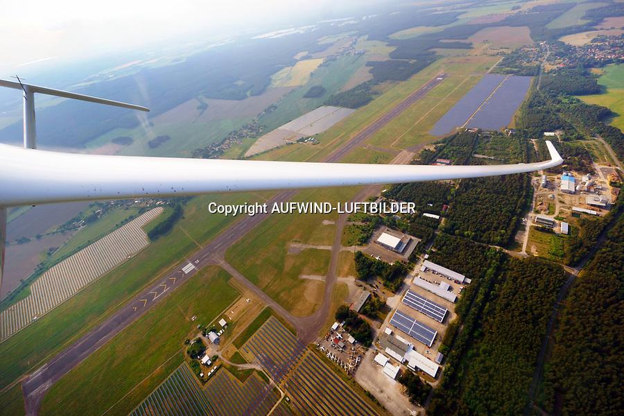 Überflug über den Flugplatz Rothenburg mit einer ASH31 MI: EUROPA, DEUTSCHLAND, SACHSEN, (EUROPE, GERMANY), 29.05.2018: Überflug über den Flugplatz Rothenburg mit einer ASH31 MI