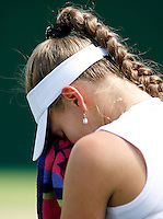 29-6-07,England, Wimbldon, Tennis, Anna Chakvedatze huilt na het verlies tegen Michaella Krajicek