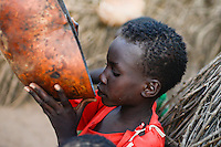 ETHIOPIA, Southern Nations, Lower Omo valley, Kangaten, village Kakuta, Nyangatom tribe, boy drinks from calabash / AETHIOPIEN, Omo Tal, Kangaten, Dorf Kakuta, Nyangatom Hirtenvolk, Junge Losikiria trinkt aus einer Kalabasse