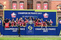 Joie des joueurs du LOSC brandissant le trophee Hexagoal du vainqueur du championnat de France de Ligue 1 saison 2020 / 2021<br /> Christophe Galtier - entraineur (Losc) remerciant ses joueurs<br /> 24/05/2021<br /> Celebration of LOSC Lille champions of France <br /> Calcio Ligue 1 2020/2021<br /> Foto JB Autissier/Panoramic/insidefoto <br /> ITALY ONLY