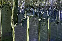 DEUTSCHLAND, Hamburg, jüdischer Friedhof in Altona, ist der älteste jüdische Friedhof im heutigen Hamburg und der älteste portugiesisch-jüdische Friedhof in Nordeuropa, Inschriften in hebräischer Sprache