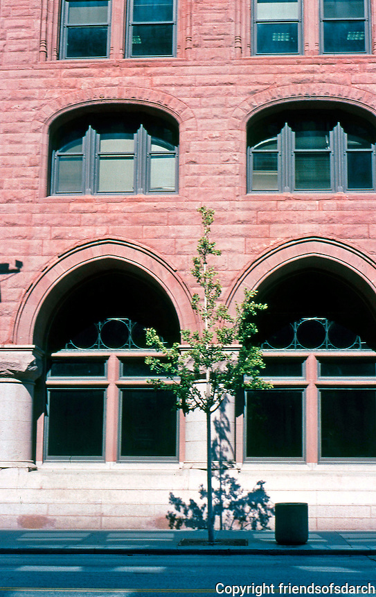 Burnham & Root: Society for Savings Bank, Cleveland. West elevation, detail.  Photo 2001.