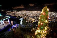 BOGOTÁ -COLOMBIA. Aspecto de la ilumniación navideña en el santuario de Monserrate en Bogotá, Colombia./ Aspect of the christmas lights at sanctuary of Monserrate in Bogota, Colombia.  Photo: VizzorImage/ Gabriel Aponte / Staff