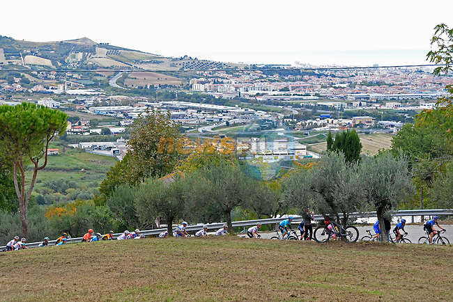 The peloton in action during Stage 10 of the 103rd edition of the Giro d'Italia 2020 running 177km from Lanciano to Tortoreto, Italy. 13th October 2020.  <br /> Picture: LaPresse/Fabio Ferrari | Cyclefile<br /> <br /> All photos usage must carry mandatory copyright credit (© Cyclefile | LaPresse/Fabio Ferrari)