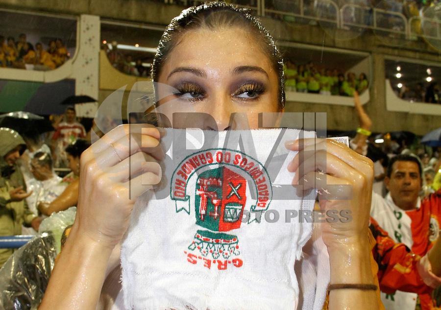RIO DE JANEIRO, RJ, 08 DE MARÇO DE 2011 - CARNAVAL RJ / GRANDE RIO - A atriz Grazi Massafera durante desfile da Grande Rio no Sambódromo da Marquês de Sapucaí, durante o segundo dia dos desfiles do Grupo Especial do Carnaval 2011, do Rio de Janeiro, na madrugada desta terça-feira (8). (FOTO: VANESSA CARVALHO / NEWS FREE).