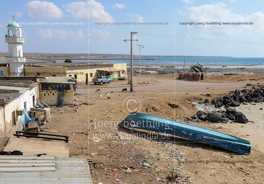 DJIBOUTI , Obock, from here ethiopian migrants try to cross bab el mandeb by boat to Yemen to go on to Saudi Arabia or Europe / DSCHIBUTI, Obock, Meerenge Bab el Mandeb, mit Hilfe von Schleppern versuchen aethiopische Migranten hier nach Jemen ueberzusetzen, um weiter nach Saudi Arabien oder Europa zu gelangen