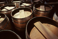 Europe/France/Poitou-Charentes/16/Charente/Cognac/Tonnellerie Seguin Moreau: Ponçage farine<br /> PHOTO D'ARCHIVES // ARCHIVAL IMAGES<br /> FRANCE 1990