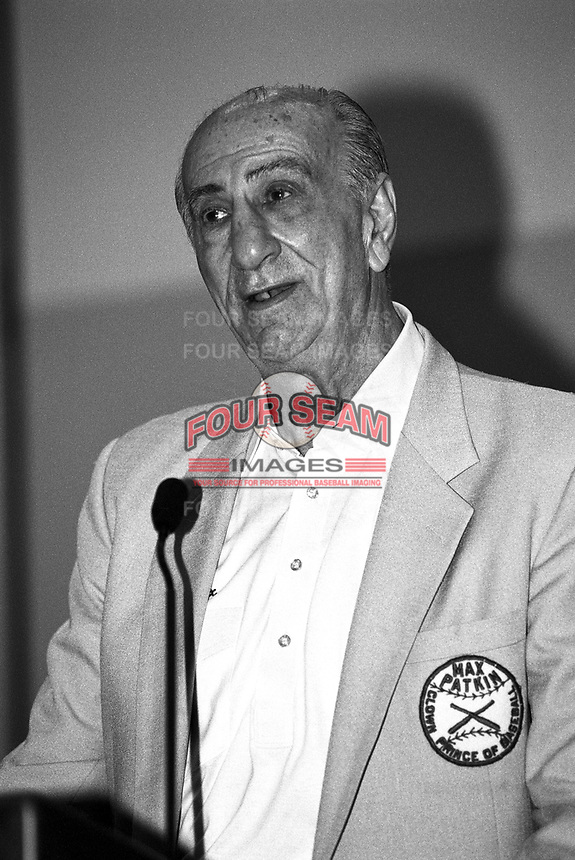 """Max Patkin, """"Official Clown Prince of Baseball"""" at the 1995 Baseball Winter Meetings at the Biltmore Hotel in Los Angeles,California.(Larry Goren/Four Seam Images)"""